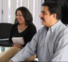 Comisionada presidenta del IMIPE Dora Rosales y el comisionado Víctor Díaz